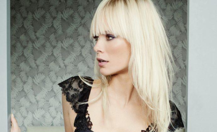Dewi-Driegen-Modella Olandese